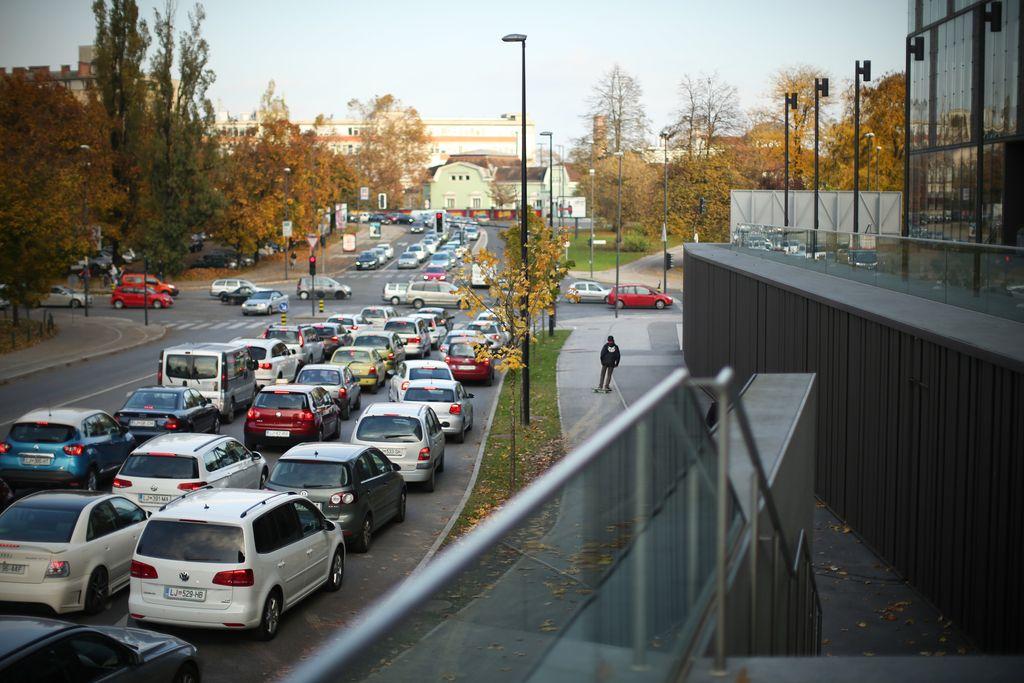 Slovenci se niti na dan brez avtomobila ne odpovemo pločevini