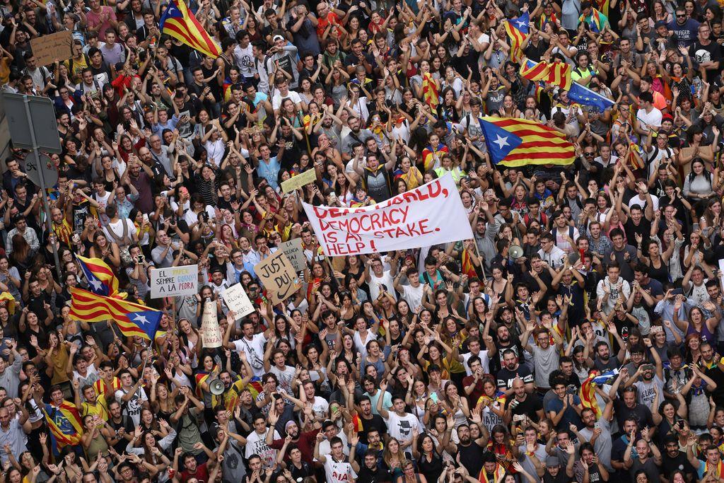 Vidne osebnosti s peticijo v podporo Kataloniji