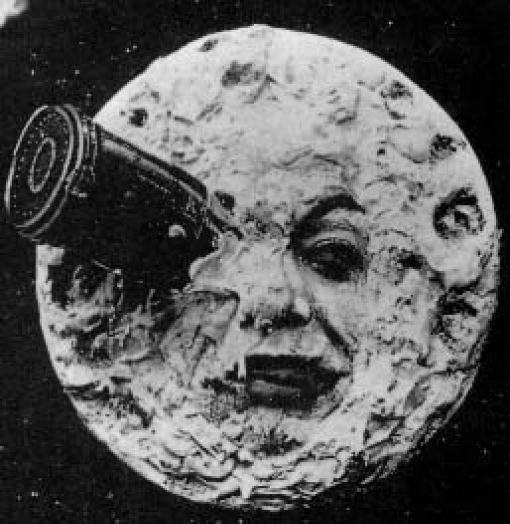 Pred človekom na Luni je bil človek v Luni