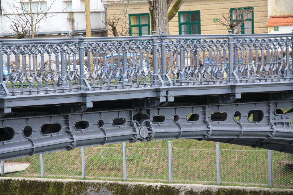 Najstarejši ohranjeni most z vgrajenim členkom