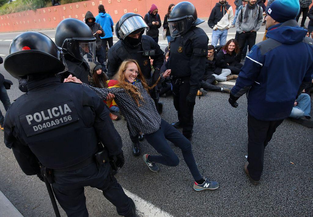 Protestniki pozvali k izpustitvi odstavljenih članov vlade