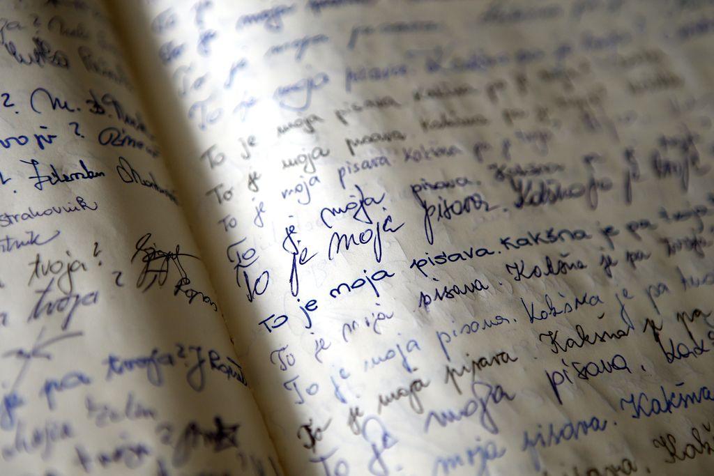 Človek je izviren že, če piše na roko