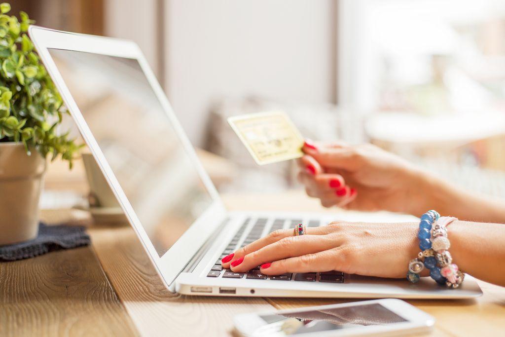 Potrošniki so se po krizi sprostili in spet več zapravljajo