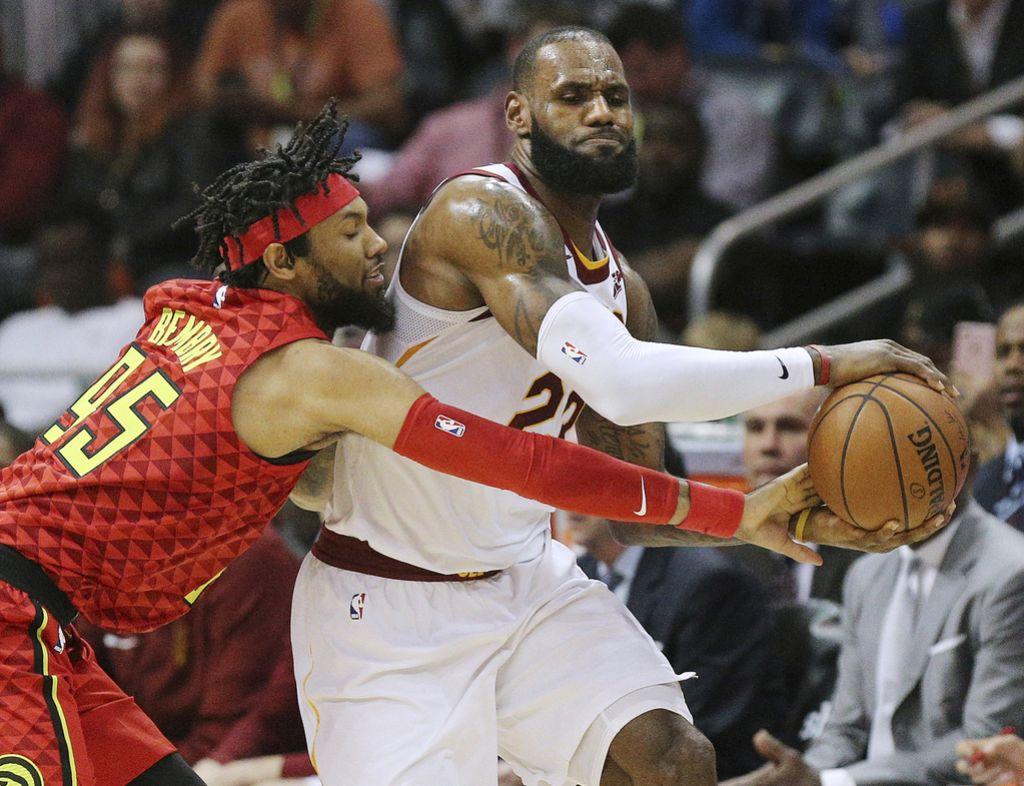 NBA: James je popeljal Cleveland od desete zmage v nizu (VIDEO)
