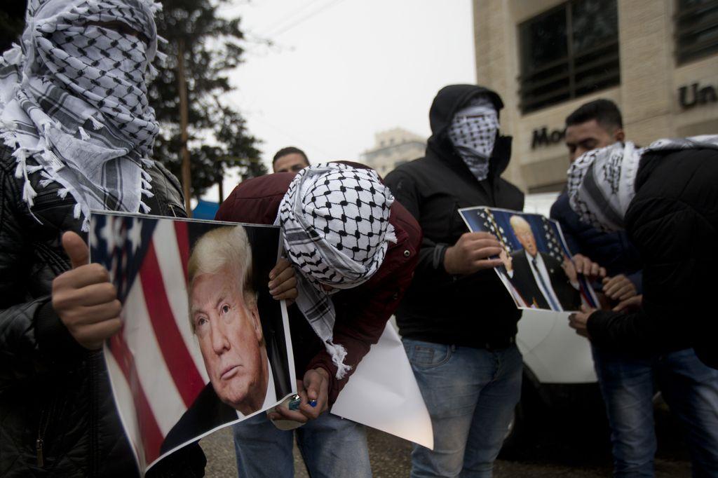 Trump uresničil napovedi o priznanju Jeruzalema kot prestolnice Izraela