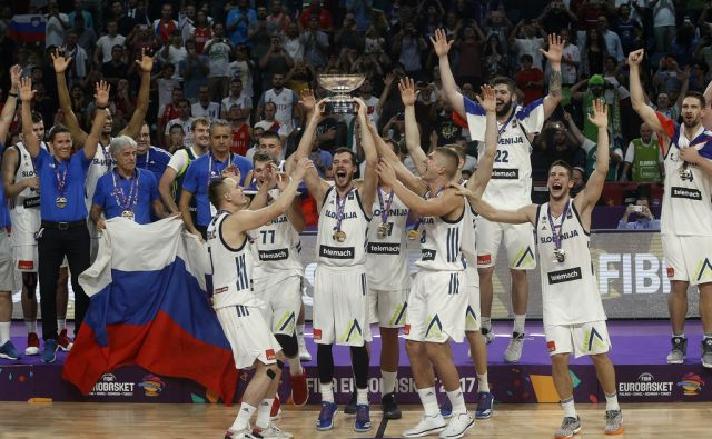 Finalna tekma Eurobasket 2017 med Slovenijo in Srbijo v Carigradu 17.septembra 2017 [šport,košarka,Eurobasket,finale,prvaki,Carigrad,Turčija]