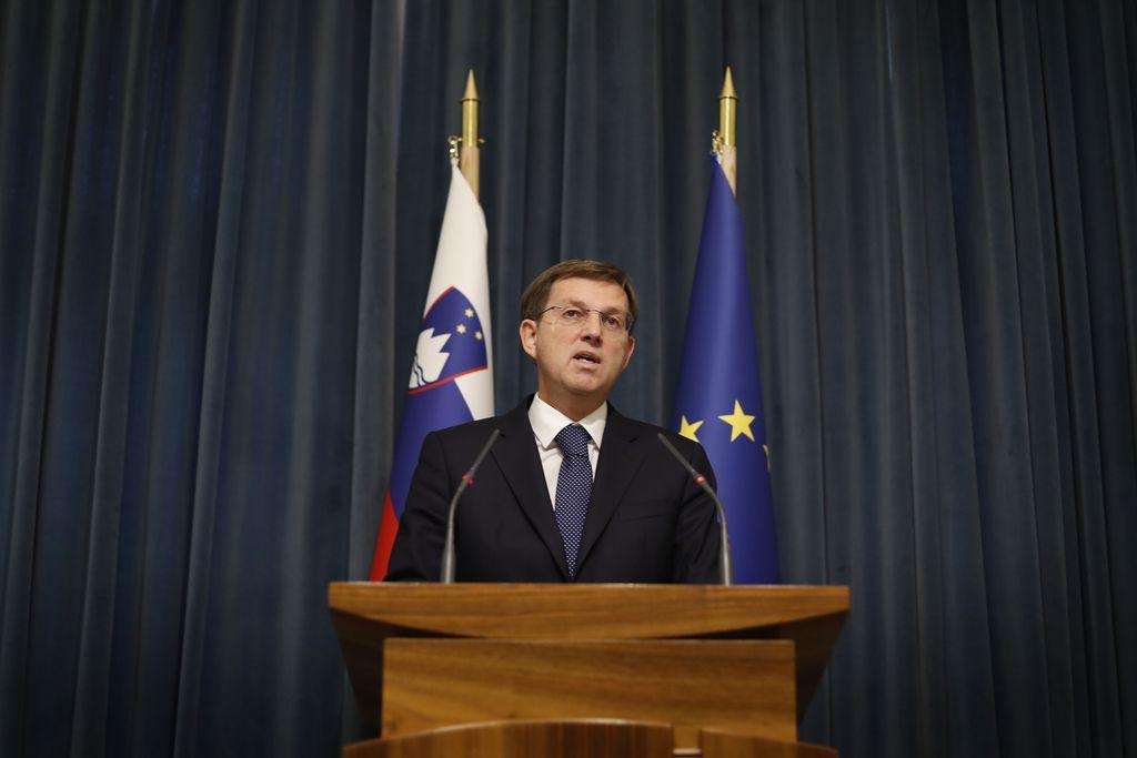 Premier išče širše politično soglasje za sodno pot