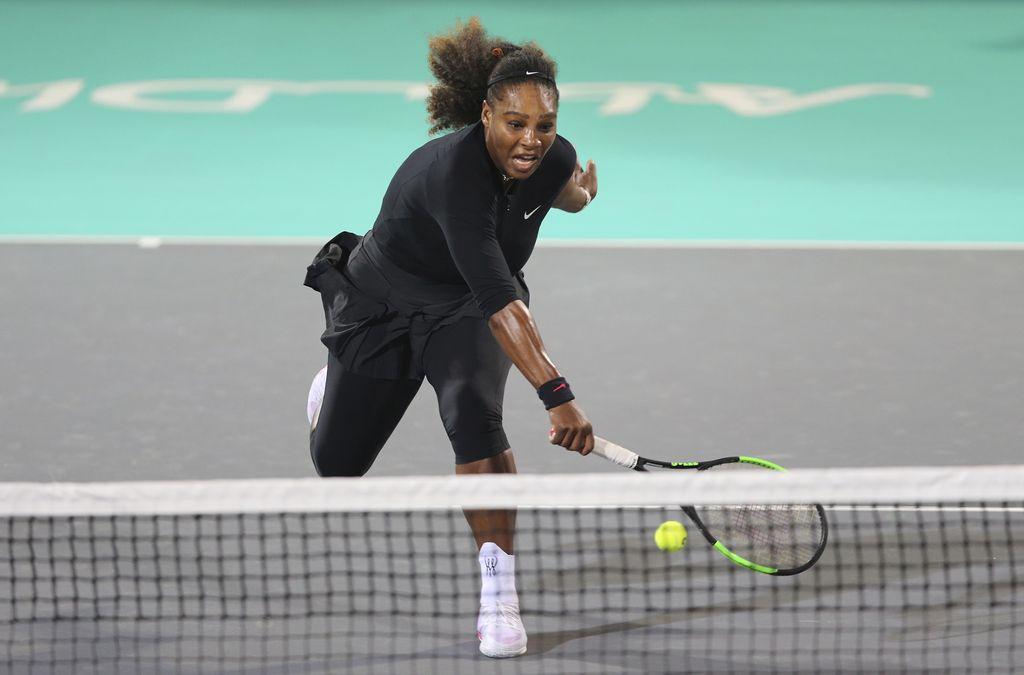 Serena Williams se je na teniška igrišča vrnila s porazom