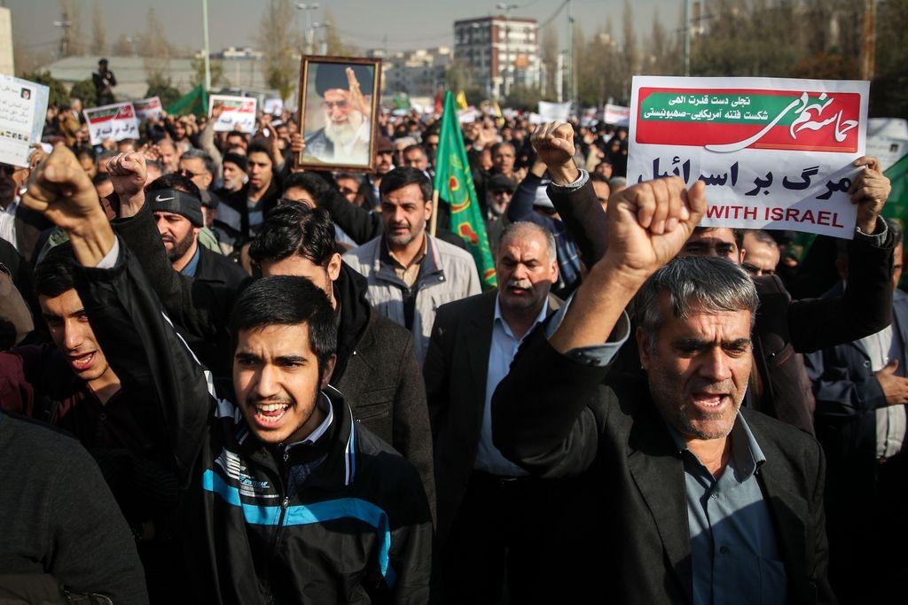 Več sto tisoč ljudi na ulicah podprlo iransko vlado