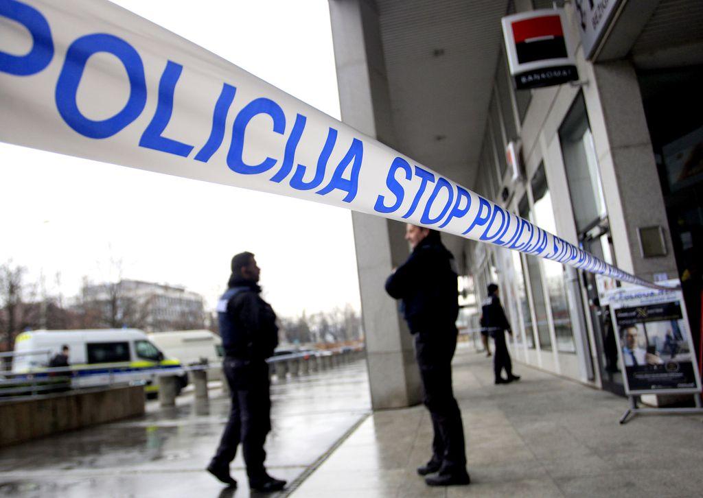 Domžalski policist preprečil rop banke