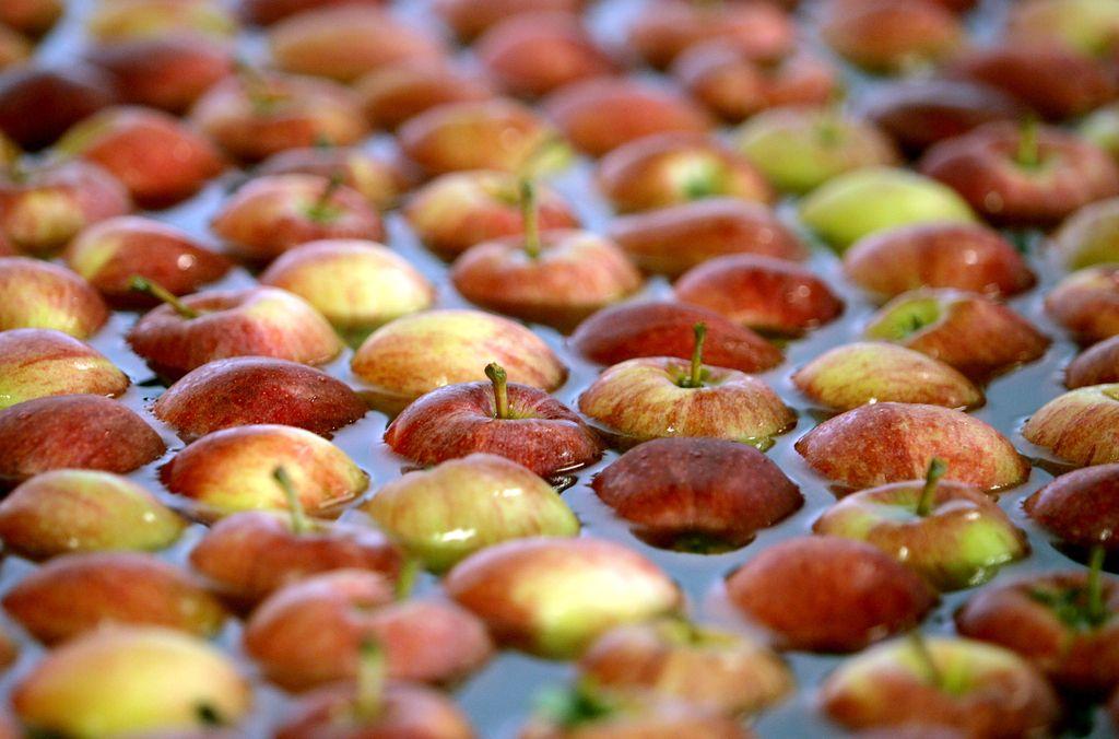 Od slovenskih jabolk v trgovinah le še zlati delišes in granny smith