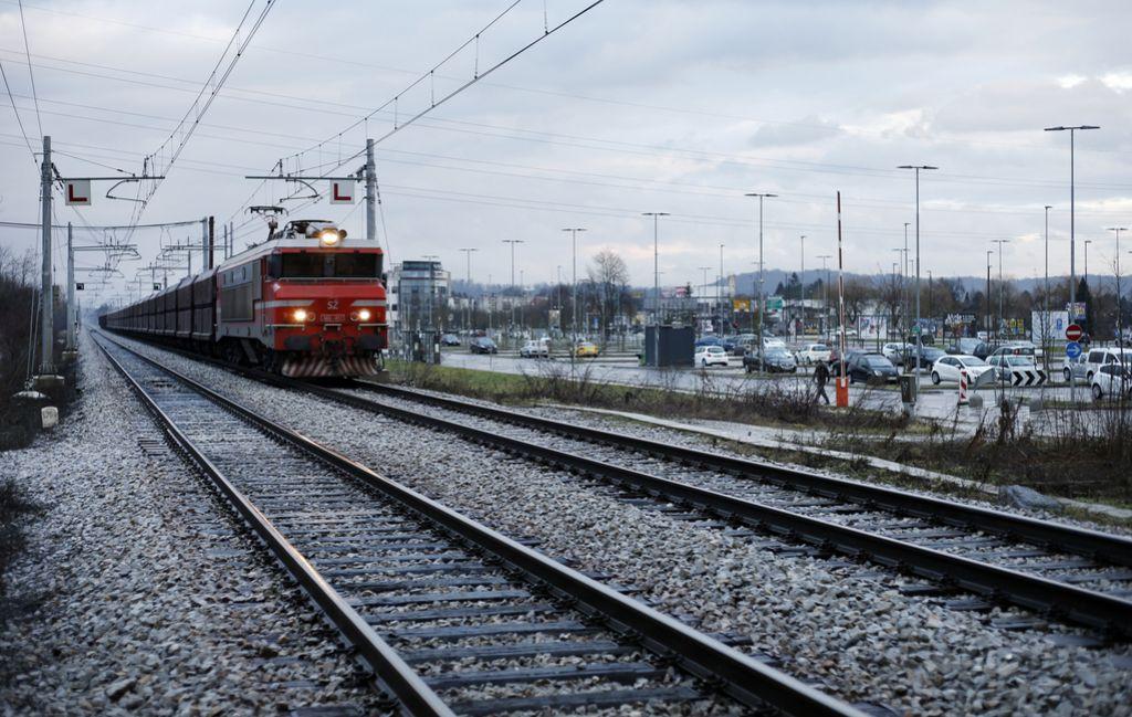 Z vlakom z Dolgega mostu v mesto še letos