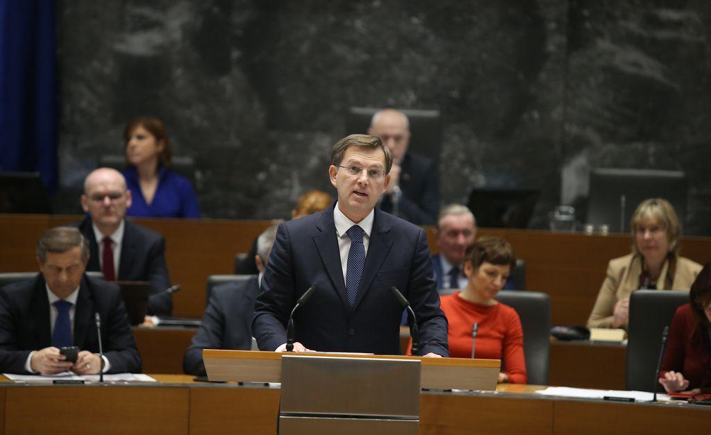 DZ zavrnil predlog ustavne obtožbe zoper Cerarja