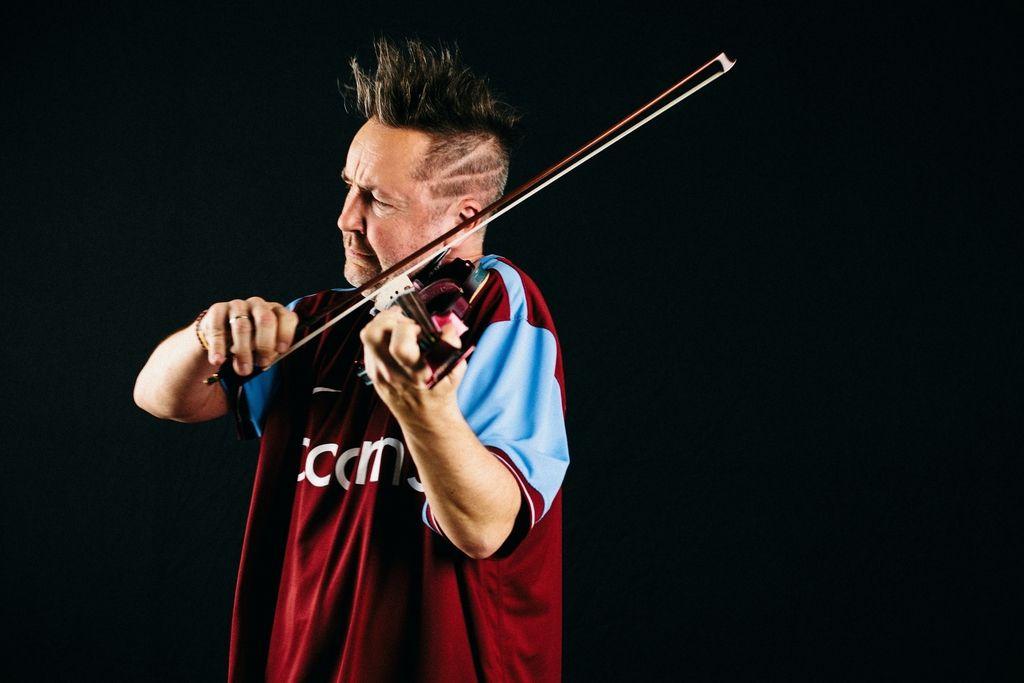 Nigel Kennedy - Umetnik, ki je klasično glasbo vrnil ljudstvu