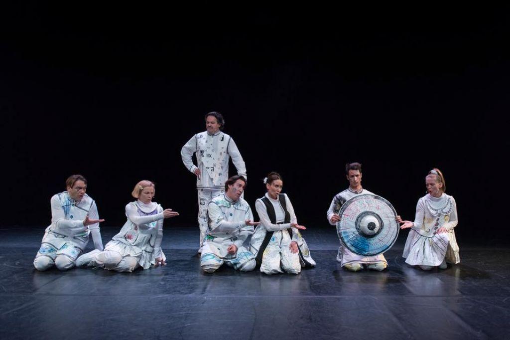 Bobri se poslavljajo s poezijo na odru