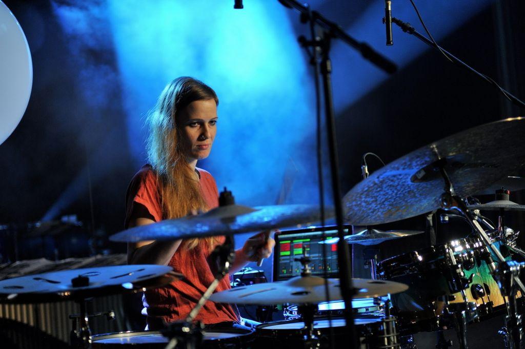 Anika Nilles, srečna za bobni