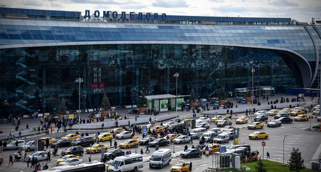 V bližini Moskve strmoglavilo rusko potniško letalo