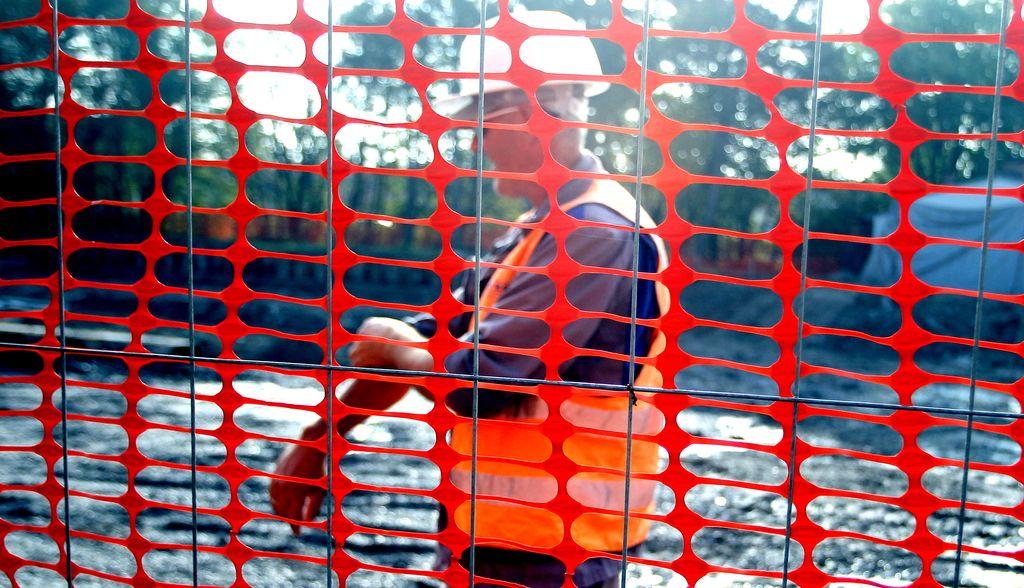 Goljufivi gradbinec za tri leta na hladno