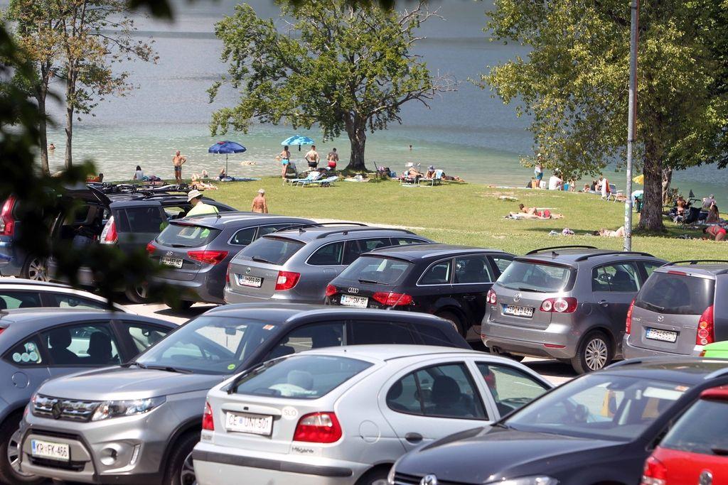 Višje kazni, avtobusi in parkirišča za novo sezono