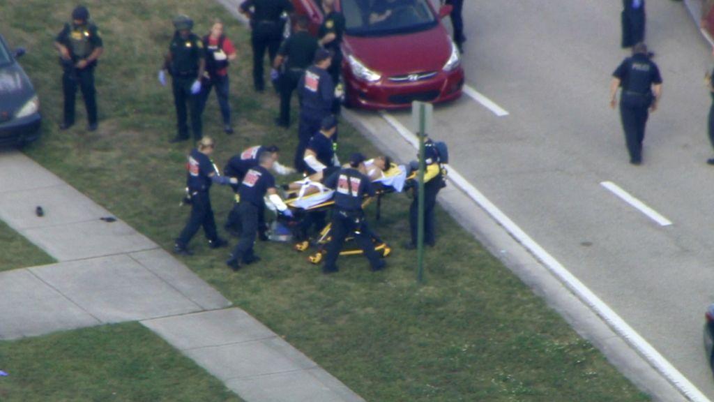 V streljanju na floridski srednji šoli najmanj 17 mrtvih