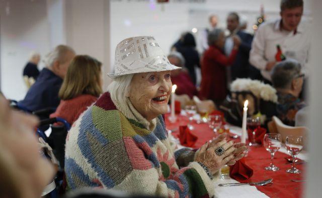 V Domu starejših občanov Fužine so imeli novoletno zabavo za starejše. Ljubljana, 21. december 2017 [novoletne zabave,zabave,upokojenci,veselje,Ljubljana,dom upokojencev]