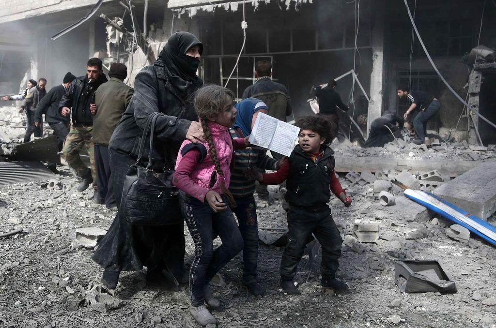 V obstreljevanju v bližini Damaska več deset civilistov