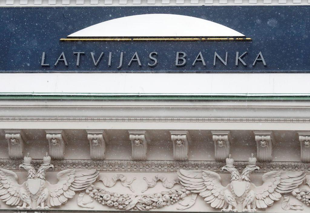 Latvijski guverner aretiran, ECB zamrznila plačila tretji največji banki