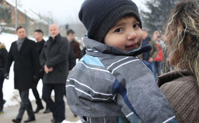 Borut Pahor v romskem naselju Brezje Novo mesto 5.2.2018 [brezje,pahor,romi,naselje]