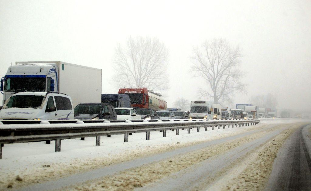Zaradi snega največ težav na Štajerskem