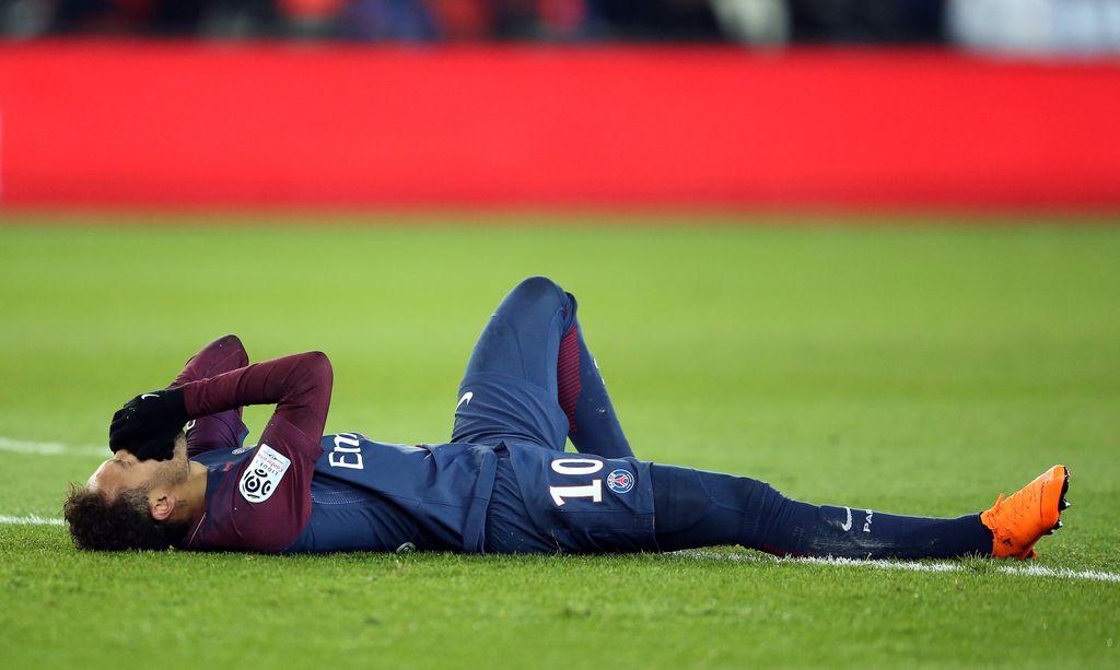 Neymar v solzah in na nosilih z igrišča (VIDEO)