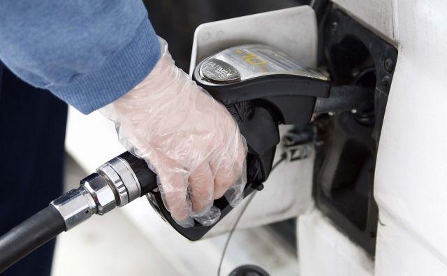 LJUBLJANA, 28.12. 2009, Petrol, bencin, bencinski servis, točenje goriva... Foto: ALES CERNIVEC/Delo
