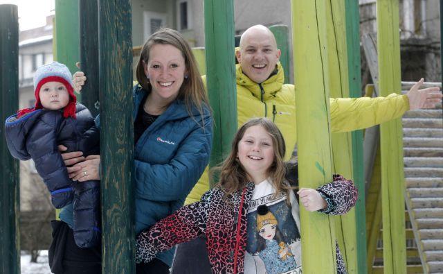 Steve Wakeford in Menna Pritchard z družino. V Ljubljani 28.2.2018[Steve Wakeford.Menna Pritcard.plezalca]