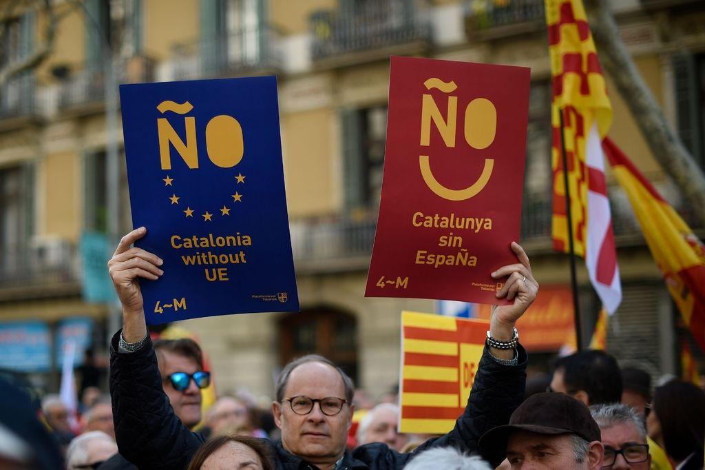 Na ulicah Barcelone protestniki proti samostojnosti Katalonije