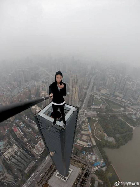 Z vrha nebotičnika v nebesa