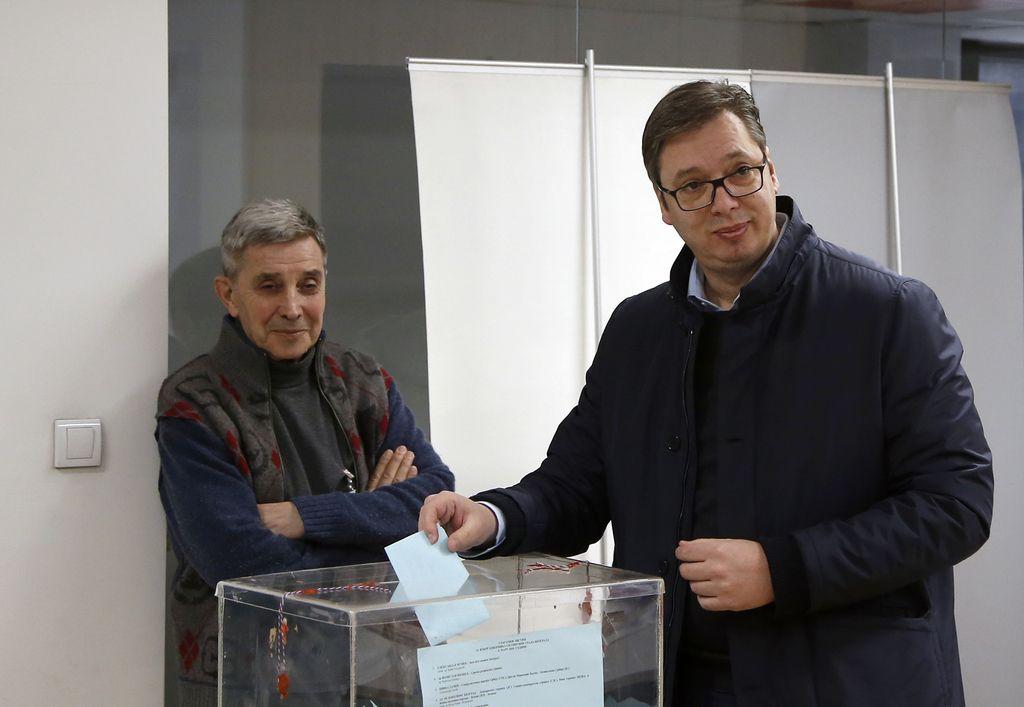 Vračanje Srbije v enostrankarski sistem