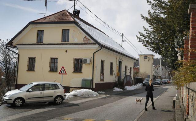 Pošta Šmartno, cesta v gameljne 6. Ljubljana, 9. marec 2018 [Pošta Šmartno,pošte,stavbe,Ljubljana]