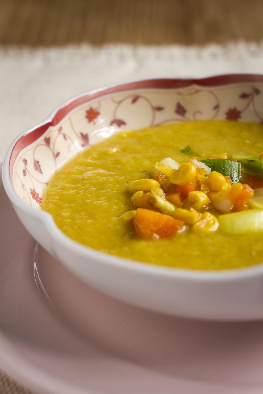 Ponedeljkov namig za kosilo: Krepka zelenjavna juha z rdečo lečo