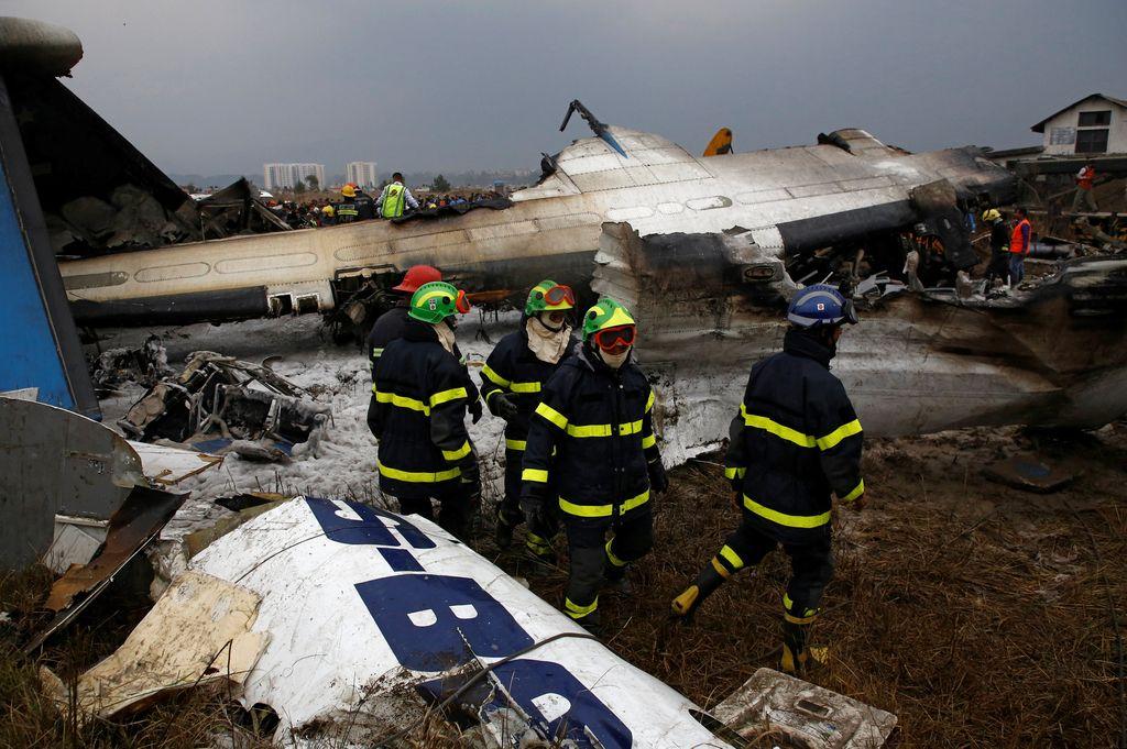 Najmanj 49 mrtvih v strmoglavljenem letalu v Nepalu