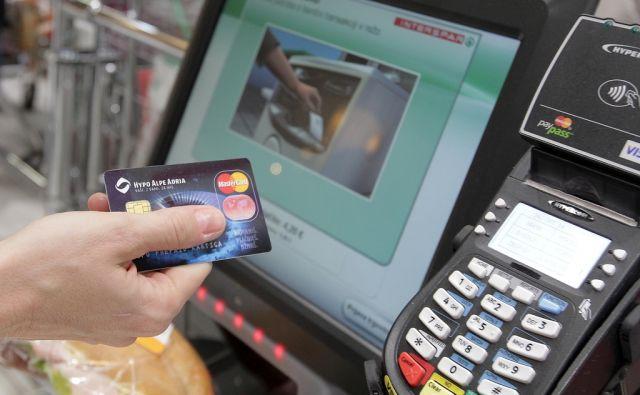 Predstavitev brezstičnega plačevanja s kreditno kartico MasterCard v ljubljanskem Cityparku. Ljubljana,24,10.2014