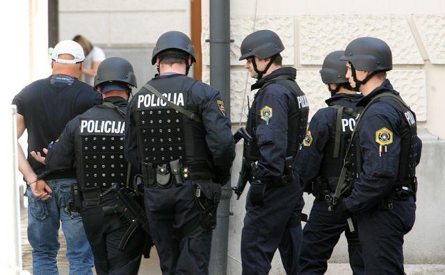 SLOVENIJA,LJUBLJANA 26.5.2010 Pred preiskovalnega sodnika so pripeljali včeraj aretiranega Dragana Tošića in še dva osumljenca.FOTO: LJUBO VUKELIC/DELO