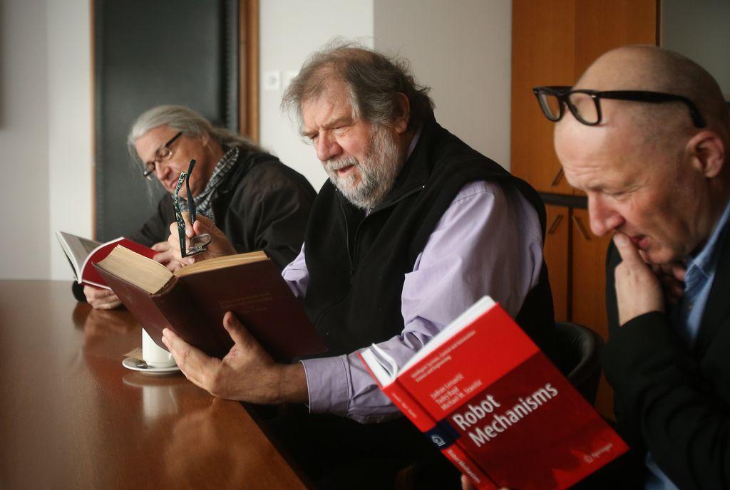 Odrinjeni intelektualci, nepotrebna znanost
