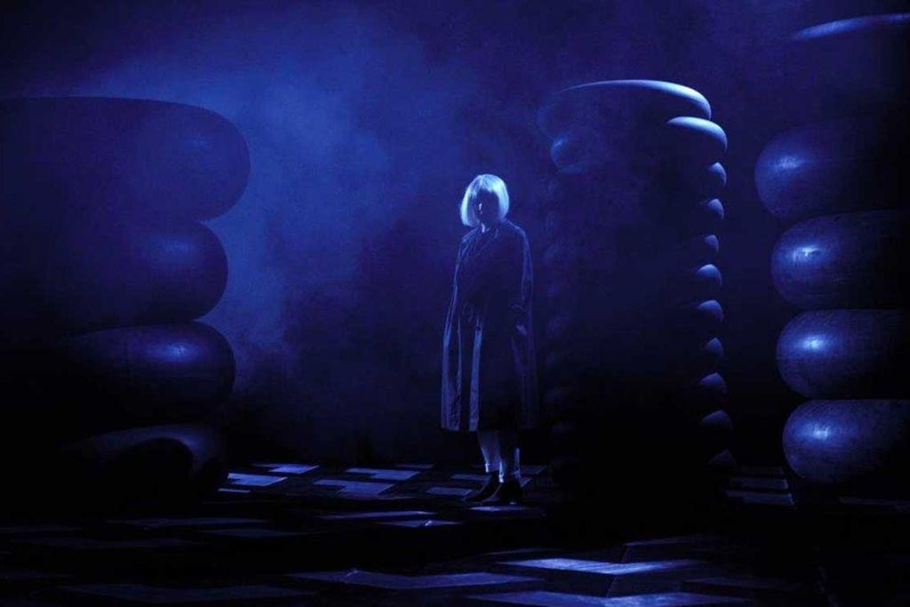 Ocenjujemo: Metamorfoze 4°: Črne luknje