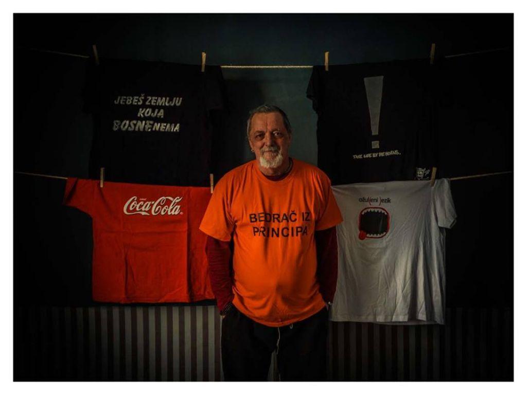 Razstava: Kaj nam pomeni majica, ki jo nosimo