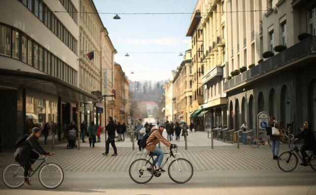 Cankarjeva ulica, Nama, motivi