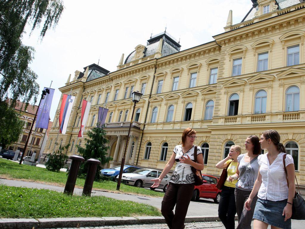 Mariborska univerza v vrhu v fiziki in astronomiji