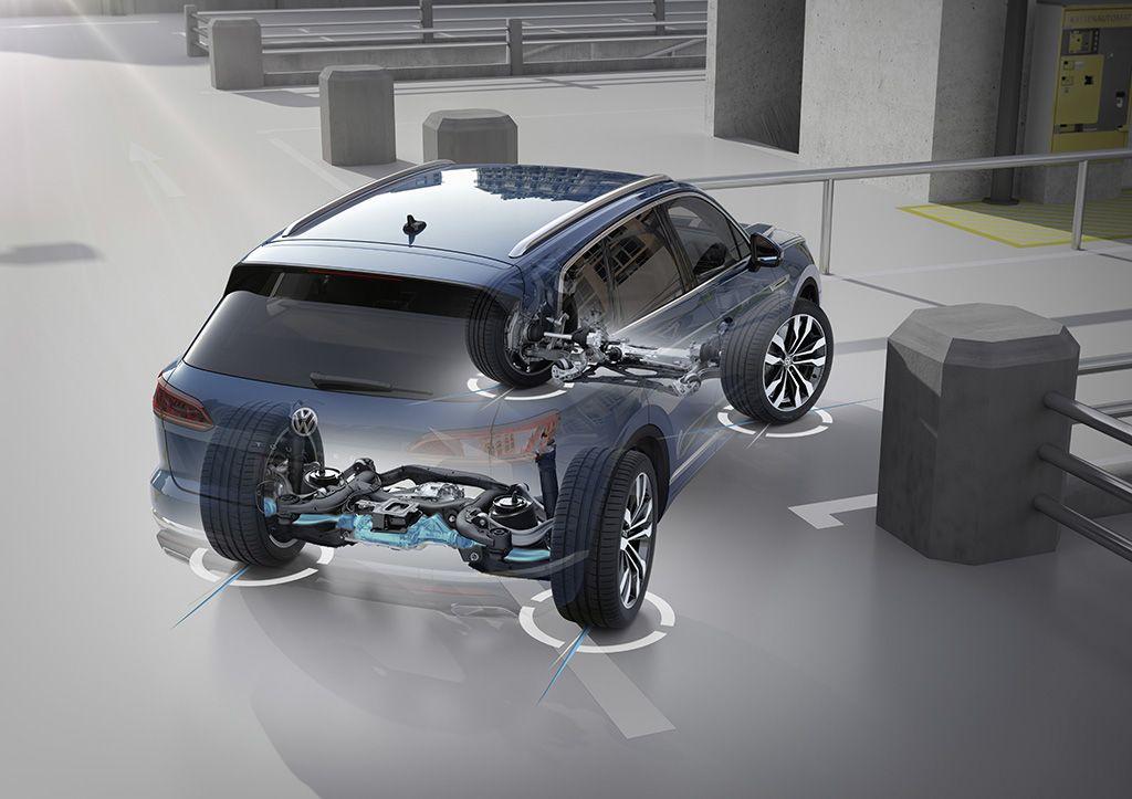 Volkswagen predstavlja tretjo generacijo touarega