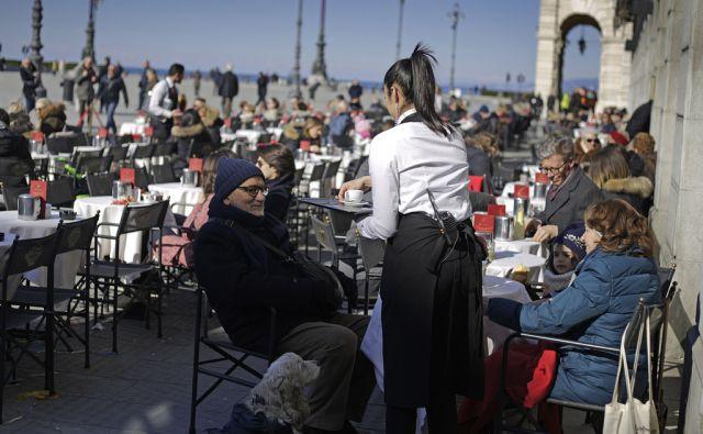 Mesto Trst v Italiji, 14. februar 2018 [Trst,mesta,Italija,ljudje,kava,lokali]
