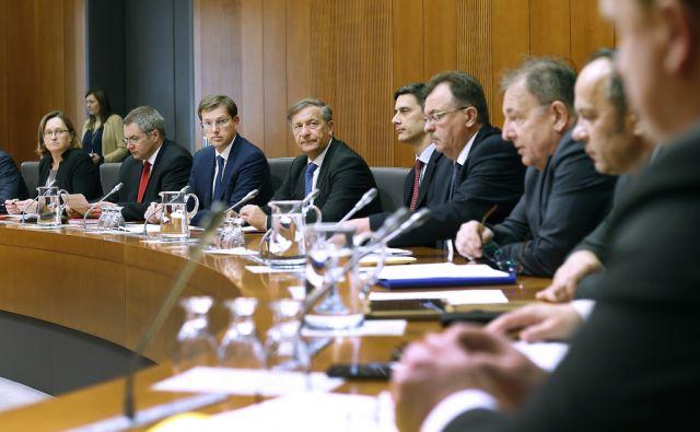 Ustavna komisija