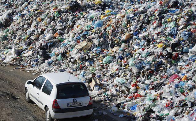 Smetišče polno odpadne embalaže v Ljubljani, 16. februar 2017 [smeti,smetišče,embalaža,Snaga,ljubljana]