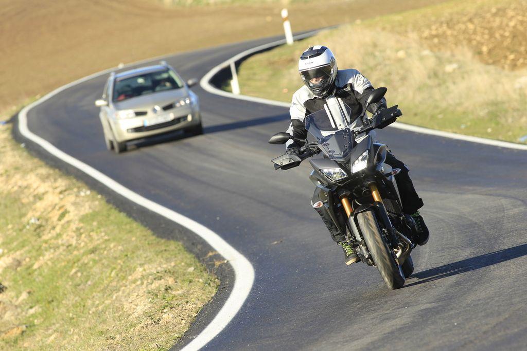 Priprave potrebujeta motocikel in motorist